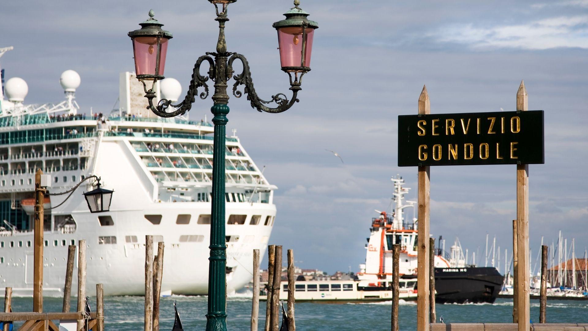 Misure urgenti in materia di trasporti e attivita crocieristiche a Venezia DL n v2. 45 del 1 aprile 2021
